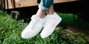 Sneaker Reinigung | Reinigung von weissen Turnschuhen | Weisse Sneaker wieder weiss | Reinigung Stark München