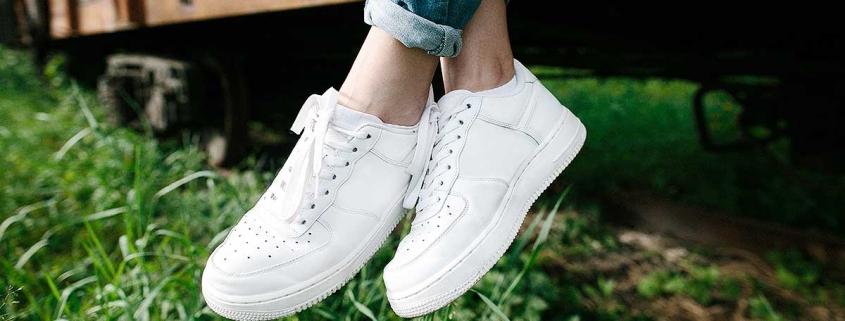 So werden Ihre Sneaker wieder weiß | Turnschuhe wie neu | Reinigung Stark München